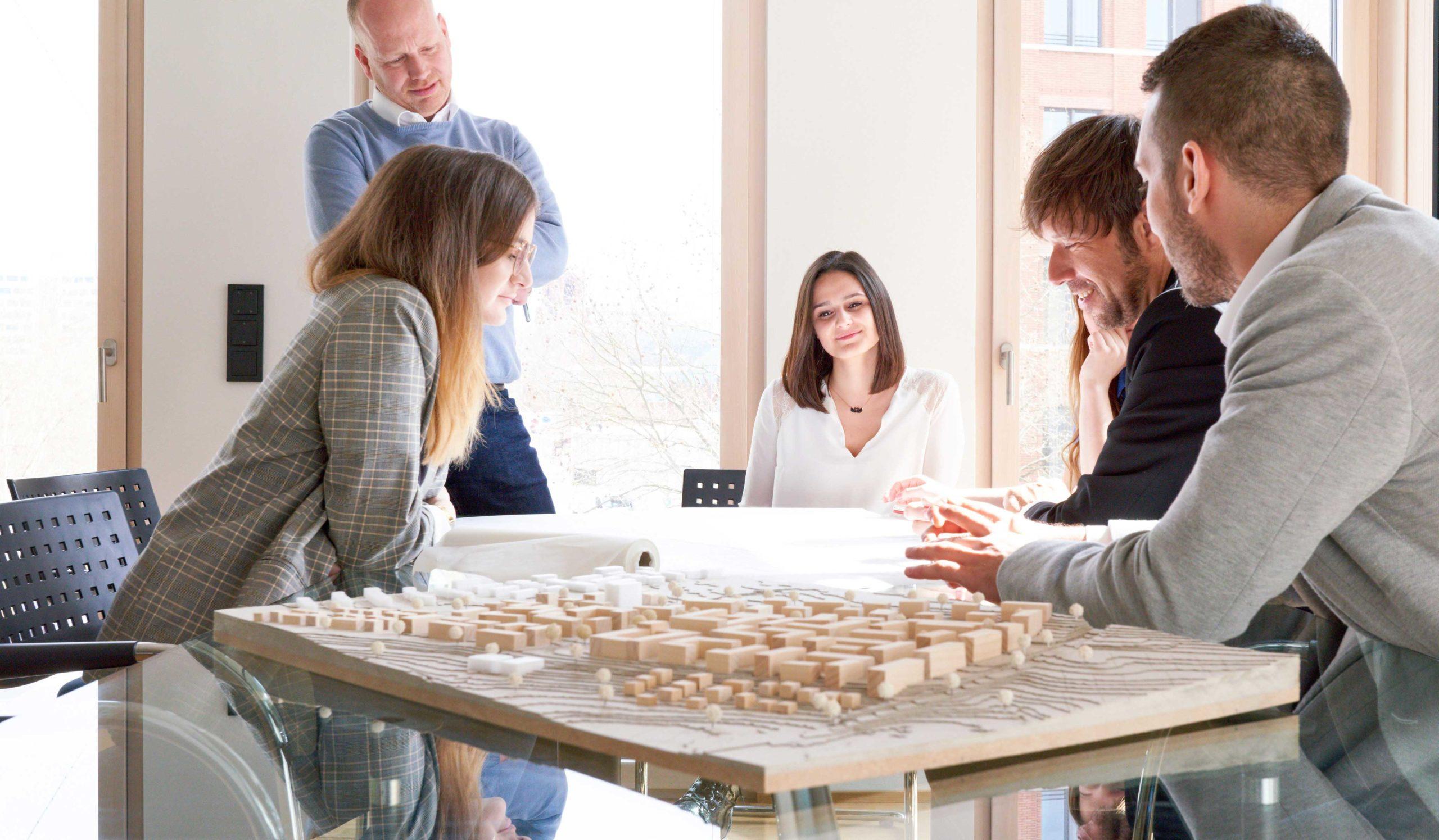Innenaufnahme des Besprechungsraums von Bitsch+Bienstein Architekten in Wiesbaden