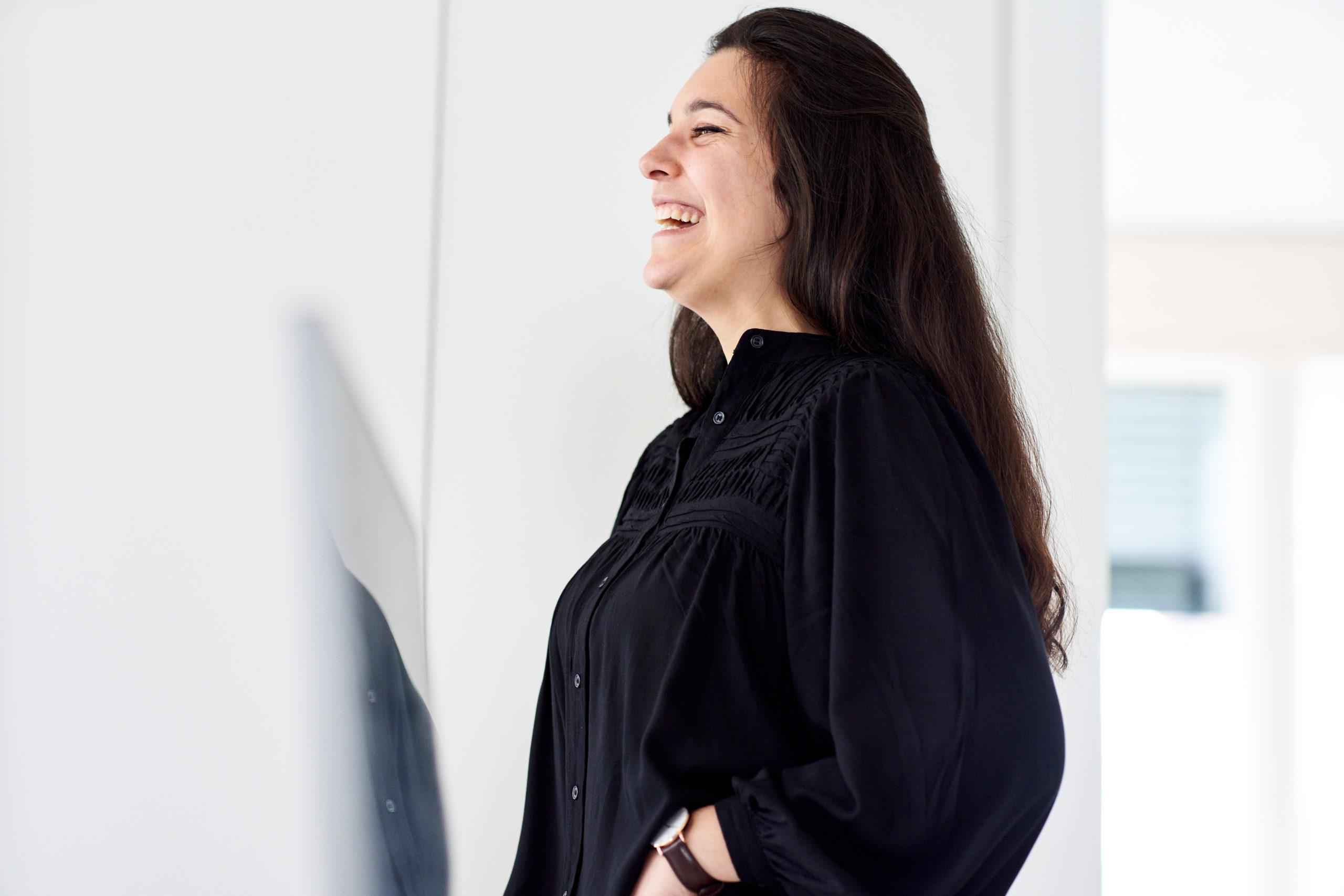 Portraitfoto von Mitra Teichmann für Bitsch+Bienstein Architekten in Wiesbaden