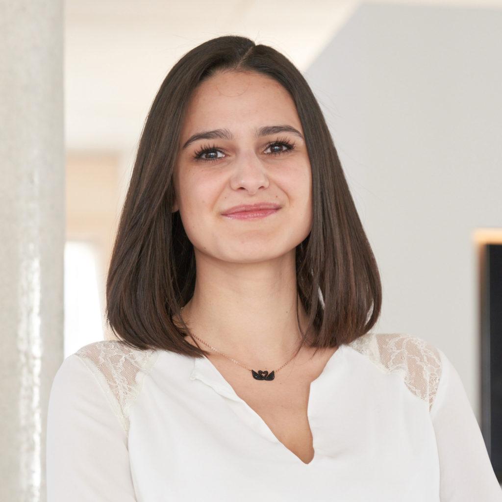 Portraitfoto von Viola Basile für Bitsch+Bienstein Architekten in Wiesbaden
